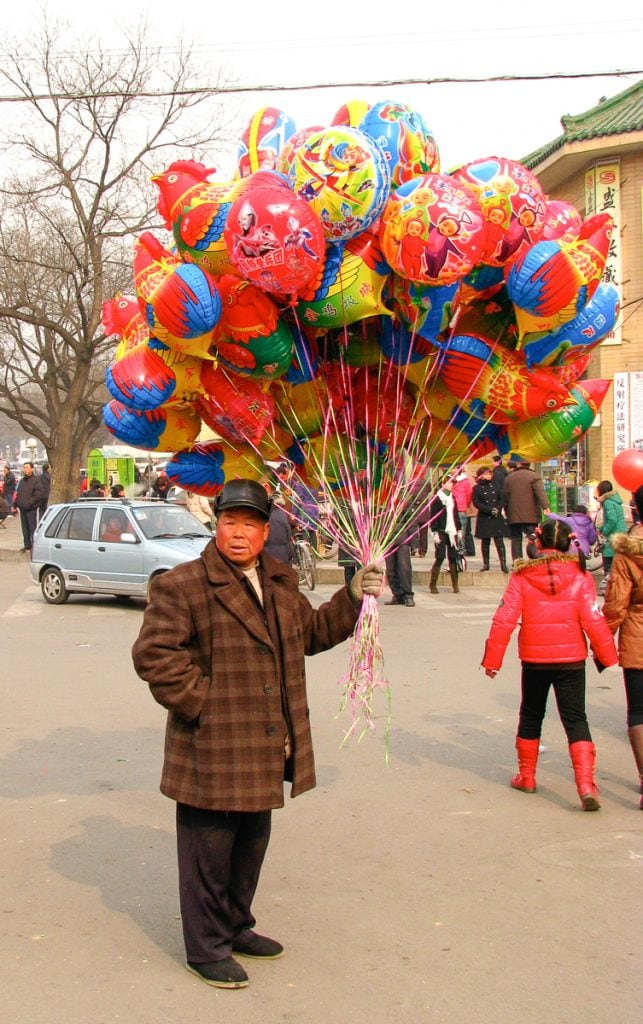 Balloon seller in Tai An, at the base of Mount Tai