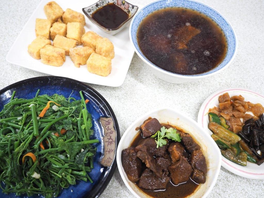 Tea-infused dishes at Ai Jiao Yi Tea Meals (愛嬌姨茶餐) at Luye Highland, Taitung, Taiwan