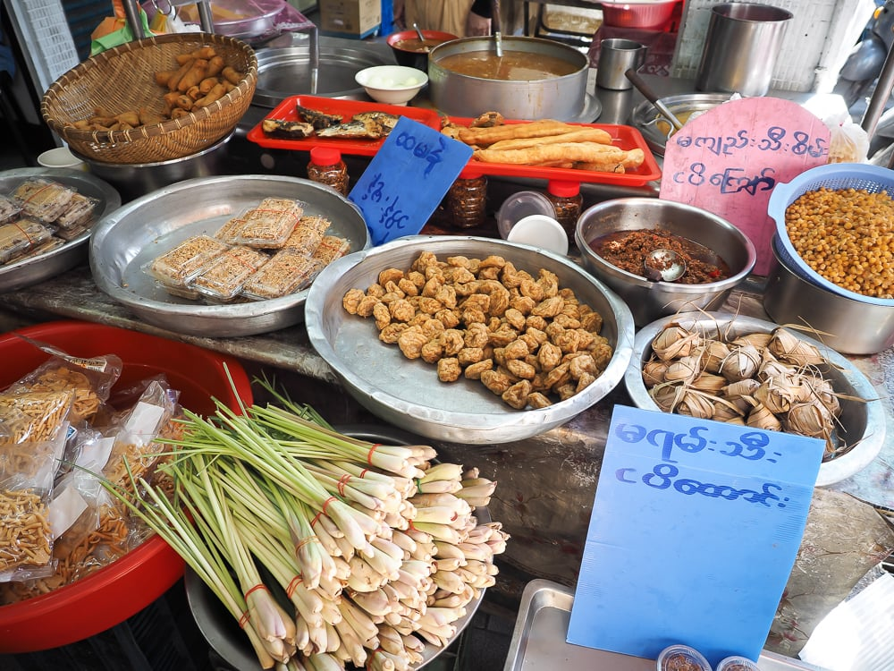 Food stall in front of Baogelai (包哥來) restaurant, Burma Street Nanshijiao