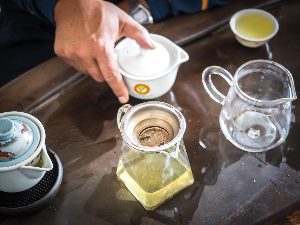 Brewing Alishan tea