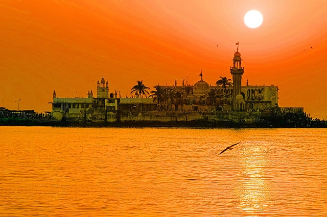 Pilgrimage sites in India: Haji Ali Dargah, Mumbai