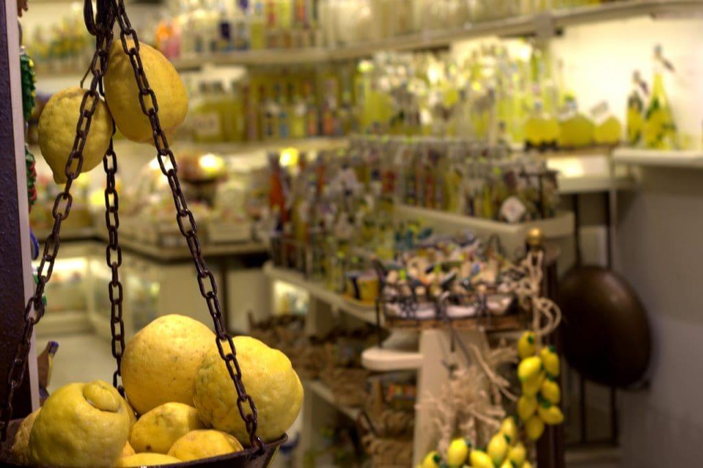 Limoncello (Limoncino) in Cinque Terre