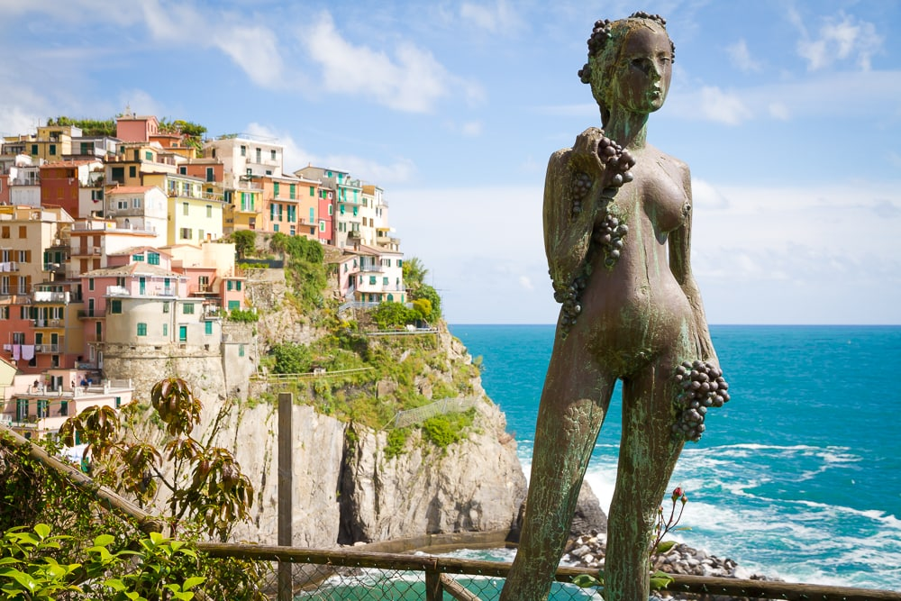 Cinque Terre: the perfect place for a honeymoon in Italy
