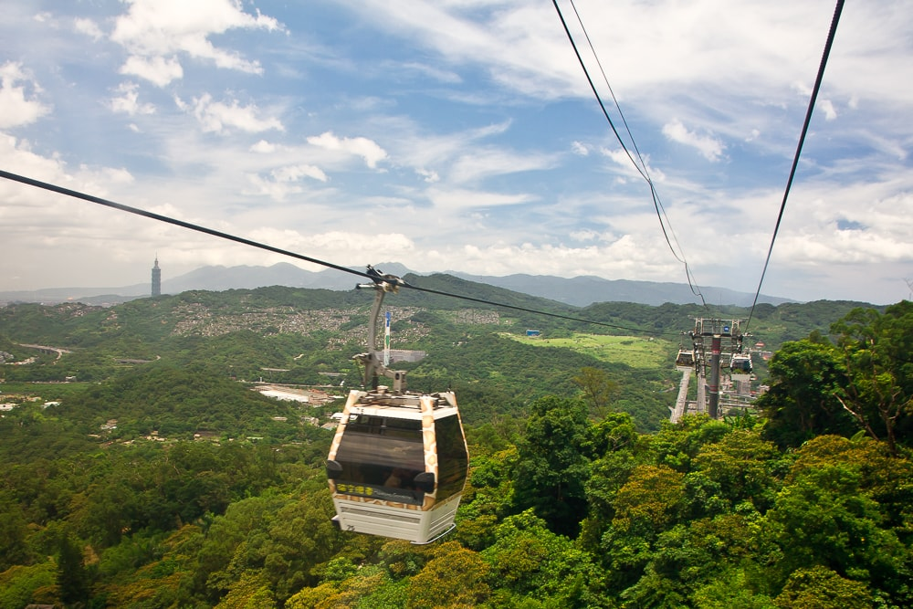 Riding the Maokong Gondola: a fun thing to do in Taipei in April