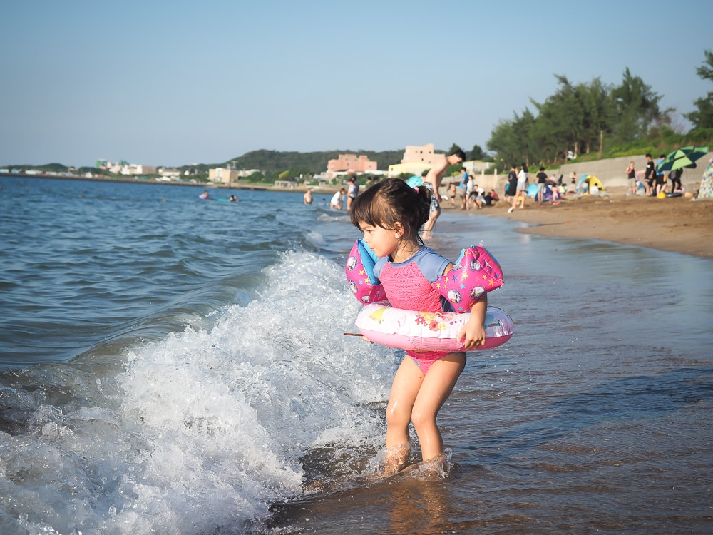 Looking for the best Taipei beach with kids? Qianshuiwan might be for you!