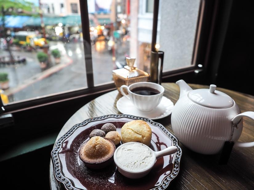 Breakfast on Dihua Street at ASW Tea Hosue