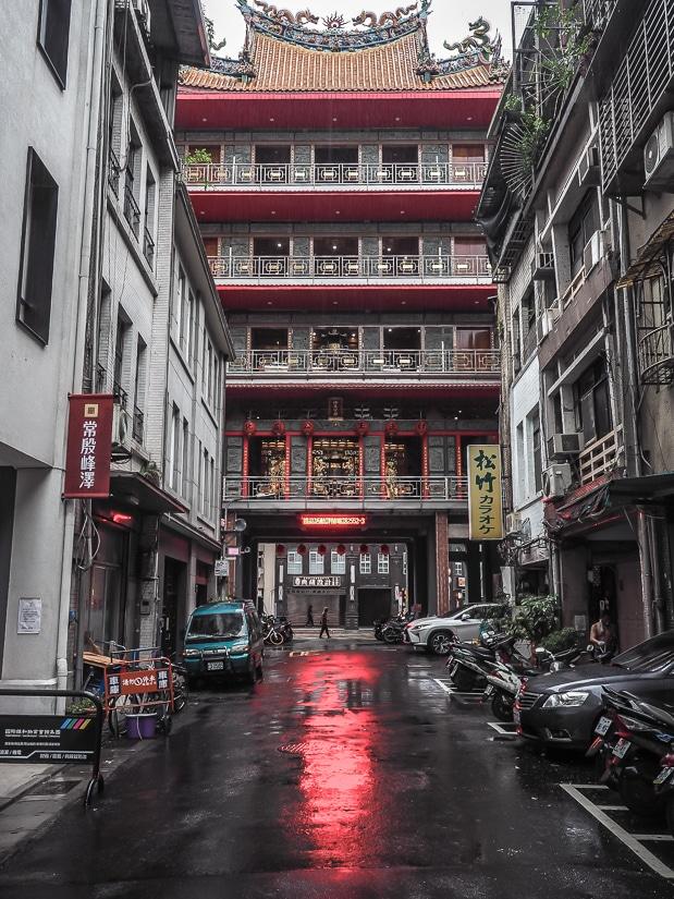 Fachukung Temple 法主公廟 in Dadaocheng, Taipei