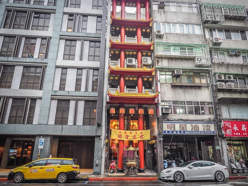 Skinny temple in Dadaocheng, Taipei