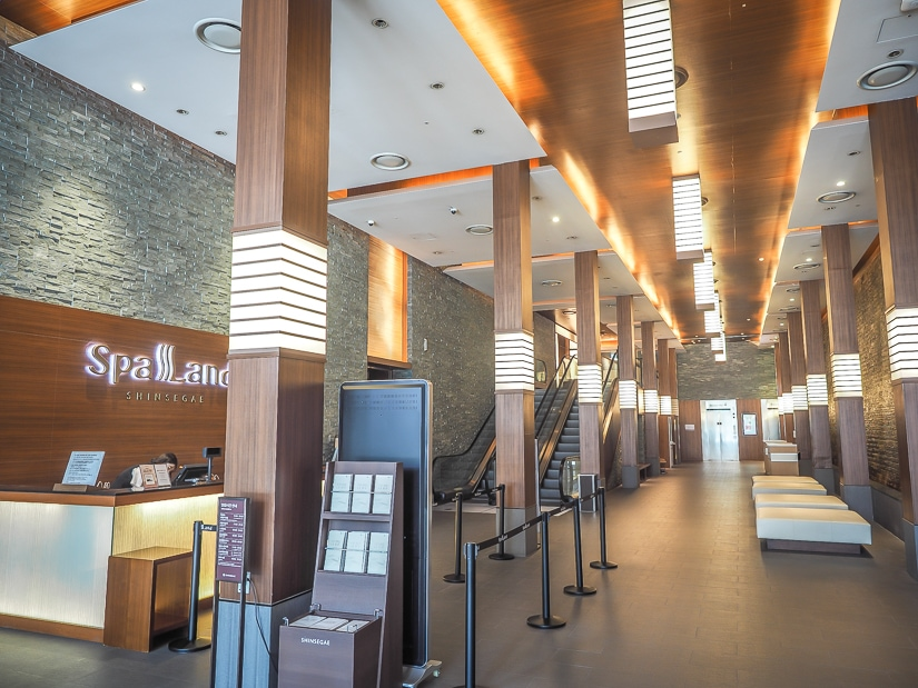 Lobby of Spa Land Centum City, the biggest hot spring in Busan