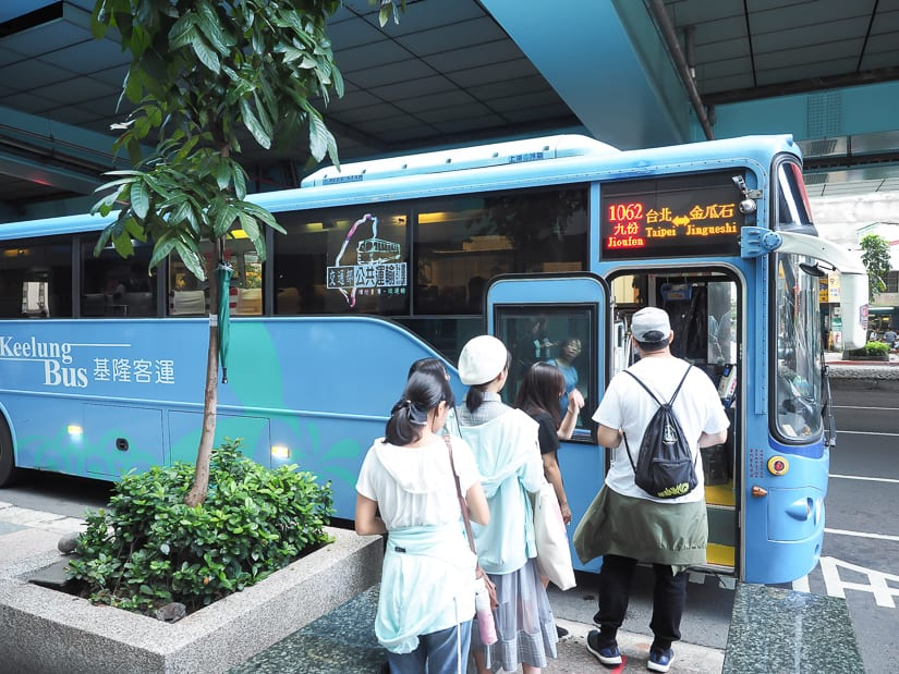 Bus 1063 from Taipei to Jiufen