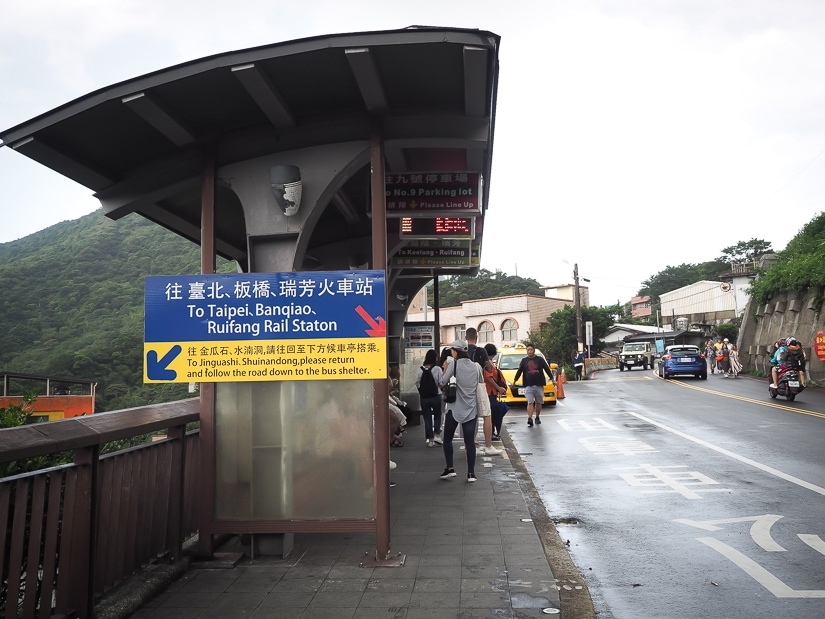 Bus stop at Jiufen for buses from Jiufen to Taipei, Ruifang, and Banqiao