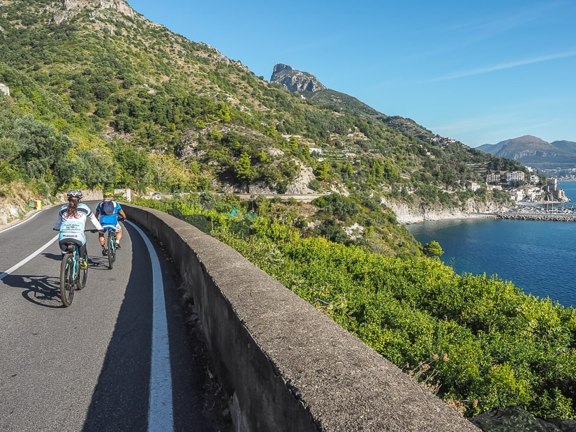 A couple cycling from Erchie to Cetara