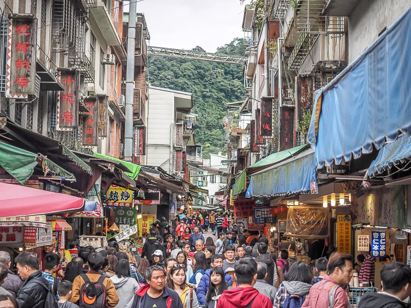 View of the crowds on Wulai Old Street (Wulai Market)