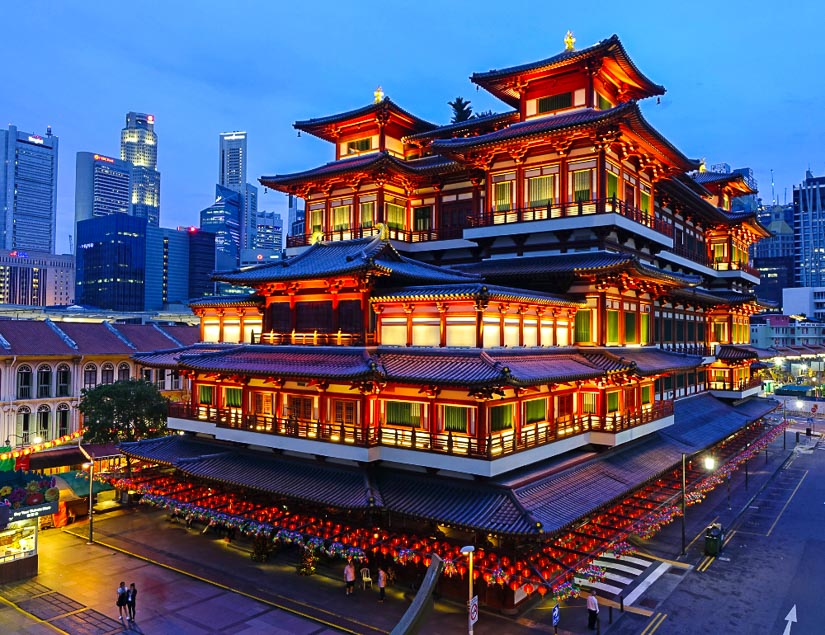 Buddha Tooth Relic Temple, the most important Chinese temple in Singapore