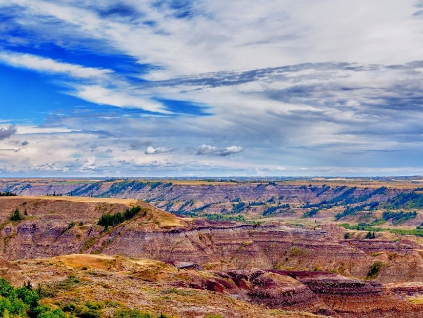 Vast badlands landscape of Dry Island Buffalo Jump, an off the beaten track thing to do in Alberta